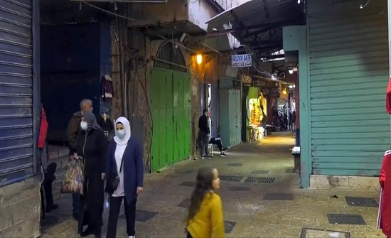 عين على القدس يرصد اغلاق الاحتلال للمحلات العربية بالبلدة القديمة بحجة كورونا