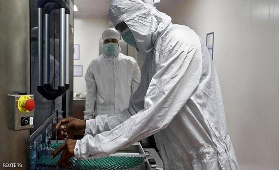 """أكبر منتج للقاحات في العالم.. كيف غرق في """"بحر كورونا""""؟"""