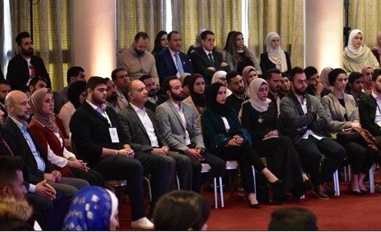 طلبة جامعة الزرقاء يصفون مشاركة رئيس الوزراء بالجلسة النقاشية بالخطوة المتقدمة