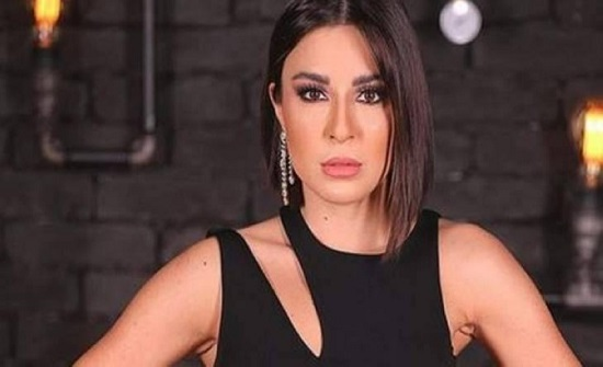 """""""شاهد"""" ممثلة لبنانية تظهر عارية وتغضب الجمهور.."""