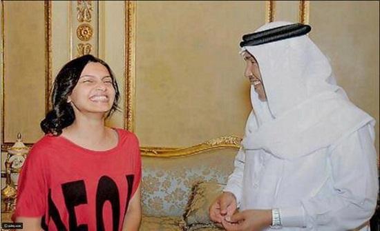 أجمل صور النجوم العرب العائلية والعفوية في منازلهم الفخمة!