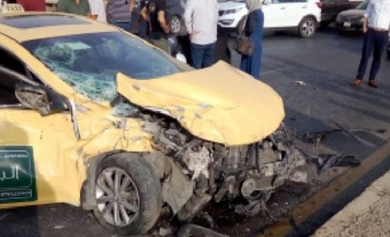 وفاة و3 اصابات بتصادم 3 مركبات في عمان  - صور