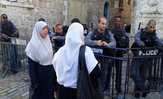 اسرائيل تبعد 8 مقدسيات عن الأقصى وتستدعي أخريات للتحقيق