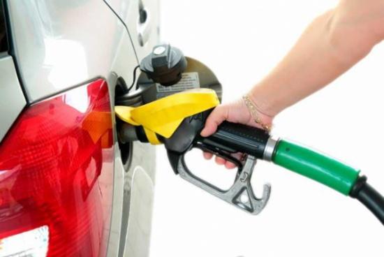 الحكومة  : انخفاض أسعار المشتقات النفطية عالميا باستثناء الغاز المسال
