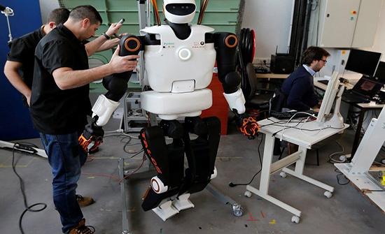 صور : الروبوت المصور المحترف الأول في العالم
