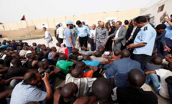 """""""الهجرة الدولية"""": مقتل 5 مهاجرين في إطلاق نار بمركز احتجاز في ليبيا"""