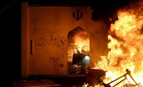 بالفيديو : للمرة الثانية.. إحراق القنصلية الإيرانية في النجف