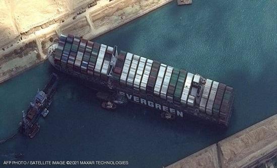 """أزمة """"سفينة قناة السويس"""" تتشعب.. وهذا ما قررته شركة التأمين"""