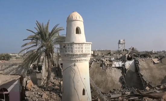 قصف صاروخي حوثي يدمر مسجداً غرب اليمن .. بالفيديو