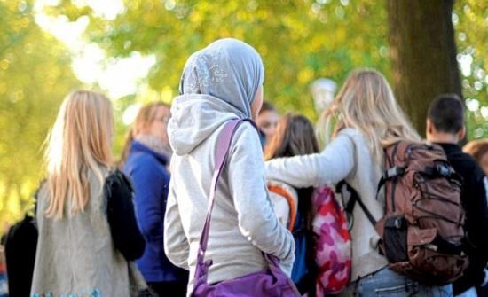 بعد تطبيقه على المرحلة الابتدائية.. مقترح بحظر الحجاب في المدارس الثانوية بالنمسا