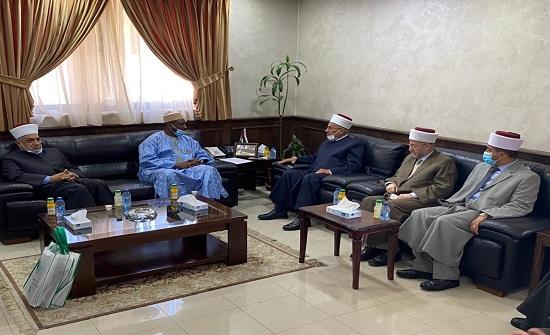 قاضي القضاة يلتقي الأمين العام لمجمع الفقه الاسلامي