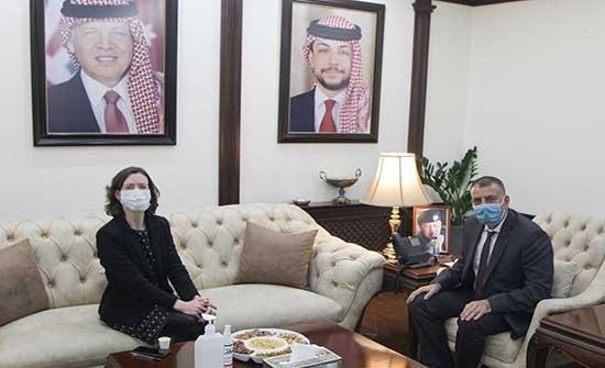وزير الداخلية والسفيرة البريطانية يبحثان تعزيز التعاون بين البلدين
