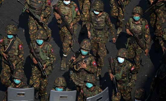 جيش ميانمار يستخدم مركبات إسرائيلية وبرامج أمريكية وأجهزة أوروبية لقمع المتظاهرين