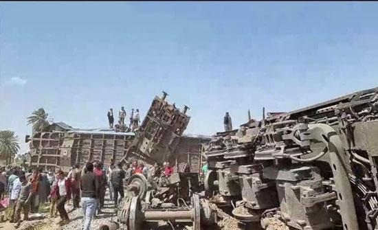 مجهولون أوقفوا القطار عمدا.. مصر تكشف سبب تصادم القطارين