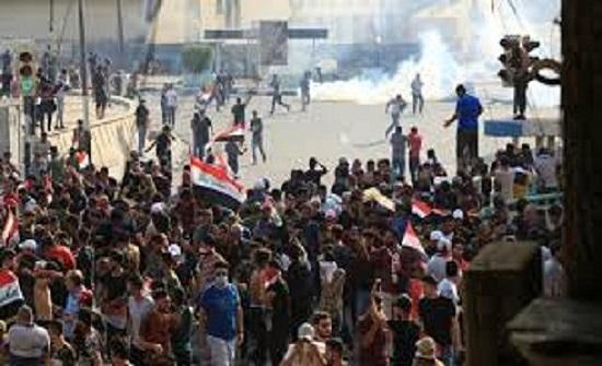 العراق.. قتيل وجرحى بمواجهات المتظاهرين وقوات الأمن في بغداد