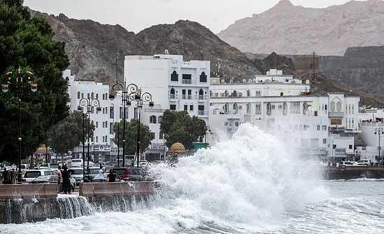 إعصار شاهين يجتاح محافظات يمنية ويتسبب بوفاة سيدتين