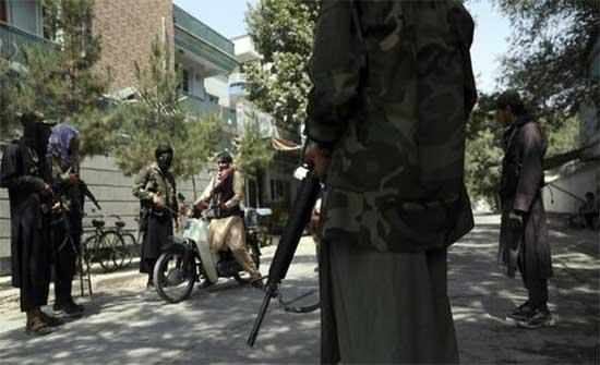 """""""طالبان"""" تأمر بحبس المسؤولين عن إطلاق النار في الهواء وتجريدهم من السلاح"""