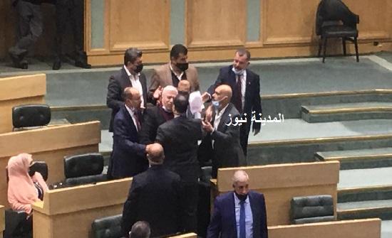 شاهد : صور مختلفة من جلسة النواب الاثنين