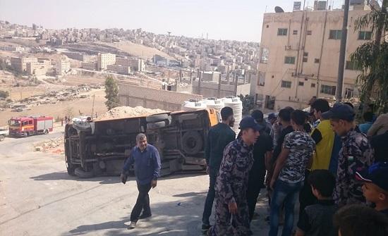 13 إصابة في تدهور باص بجرش