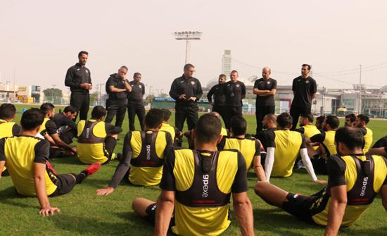 اكتمال تشكيلة المنتخب الوطني لكرة القدم استعدادا لملاقاة الكويت