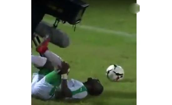 لاعب ينتقم من خصمه على طريقته !