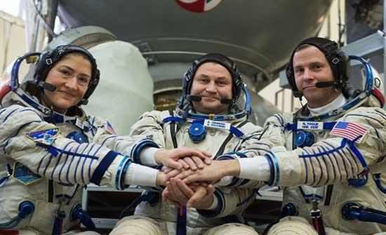 روسيا تهدد أمريكا بالانسحاب من محطة الفضاء الدولية