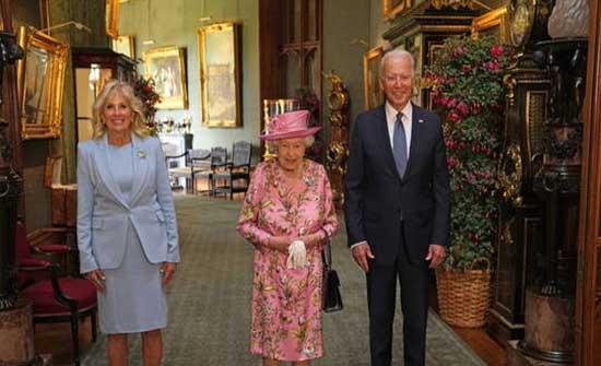 بايدن: الملكة إليزابيث ذكرتني بأمي وسألتني عن بوتين وشي جين بينغ