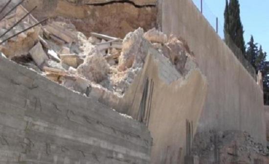 مجهولون يحطمون جدار في مشروع مدينة السلط