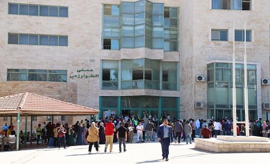 رئيس اليرموك يتفقد سير بدء عملية استقبال الطلبة المستجدين