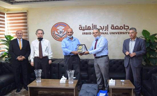 رئيس بلدية النعيمة يزور جامعة إربد الأهلية