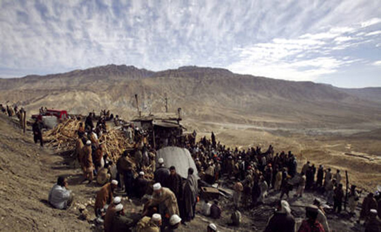 """""""داعش"""" يتبنّى تصفية 11 من عمال المناجم في باكستان"""