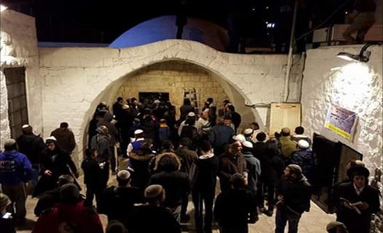 3000 مستوطن يهودي متطرف يقتحمون قبر يوسف بنابلس