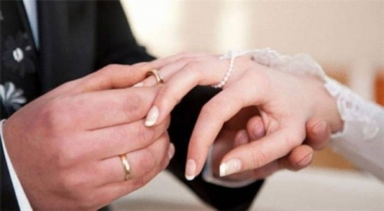 بالفيديو :  تزوجت 8 مرات بدون علم أهلها.. ما القصة؟!