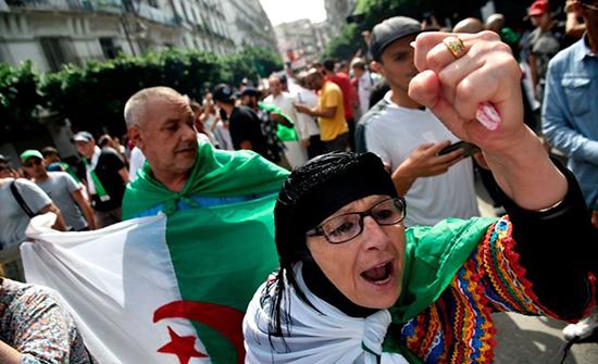 بالفيديو : الجزائريون يواصلون التظاهر للجمعة الـ35 على التوالي