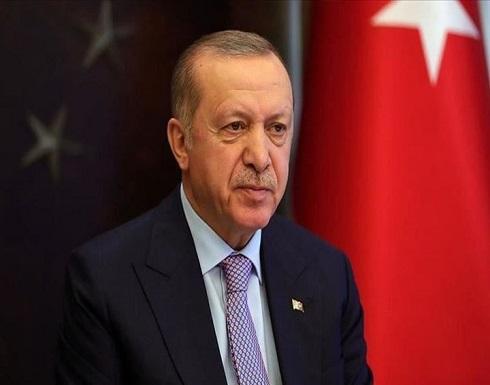 تداول فيديو لأردوغان يتلو فيه القرآن لختمته برمضان .. بالفيديو
