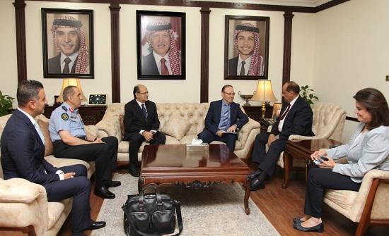 وزير الداخلية يلتقي رئيس جهاز الشرطة القبرصي