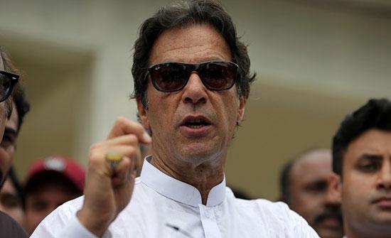 رئيس وزراء باكستان يدعو مواطنيه للتظاهر من أجل كشمير