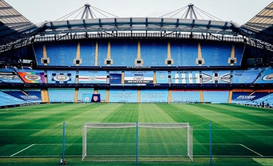 بريطانيا: ايقاف خطط إعادة الجماهير لملاعب كرة القدم