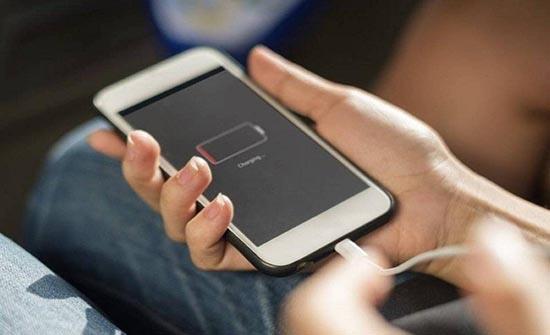 5 تطبيقات تستنزف بطارية الهواتف بسرعة منها فيسبوك