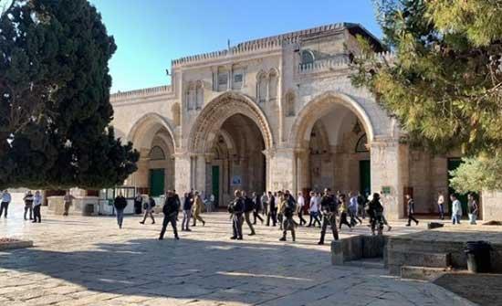 مستوطنون يجددون اقتحامهم للأقصى بحماية الاحتلال