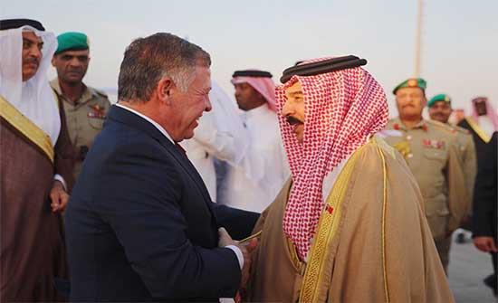 الملك يبحث مع ملك البحرين العلاقات الثنائية وتطور الأوضاع الإقليمية والدولية