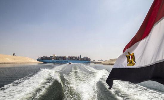 مصر تدرس منح تعويضات للسفن المتوقفة في قناة السويس بسبب السفينة الجانحة