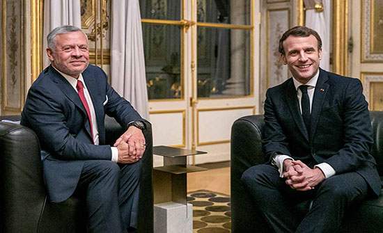 الملك والرئيس الفرنسي يبحثان العلاقات الثنائية والمستجدات إقليمياً ودولياً
