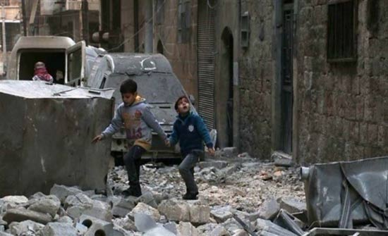 قصف صاروخي بغازات سامة قرب دمشق