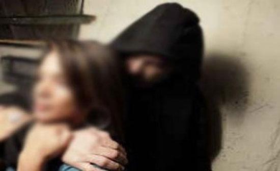 جريمة بشعة: خطف فتاة كانت تنزل من حافلة المدرسة.. وقتل والديها!