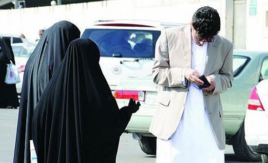 محاكمة شقيقتين تسولا لشراء جهاز فحص السكر لأمهما المريضة في الامارات