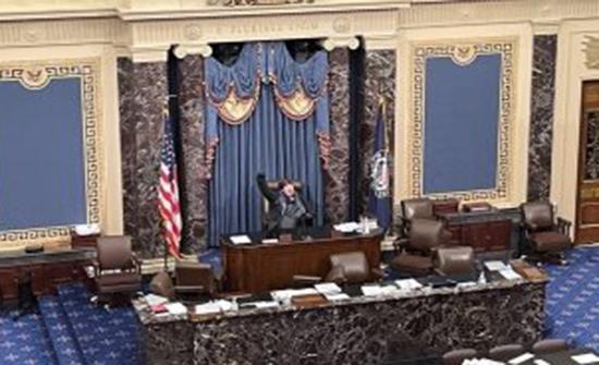 وزير الصحة الأمريكى: أشعر بالاشمئزاز من الهجوم على مبنى الكونجرس
