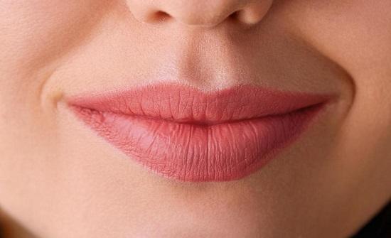 للتخلص من الجفاف حول الفم..عليك بهذه النصائح
