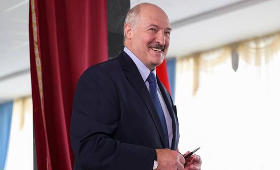 لجنة الانتخابات المركزية في بيلاروس تعلن فوز لوكاشينكو بولاية رئاسية سادسة