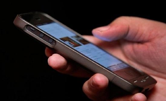 أطباء  : الهواتف الذكية تؤمن التواصل الافتراضي الا ان اضرارها ماثلة